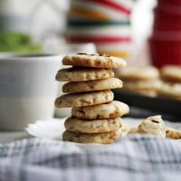 Six-Ingredient Crunchy Almond Cookies