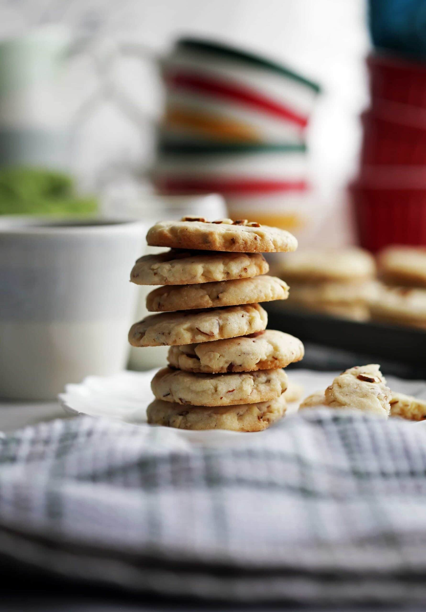 Six-Ingredient Crunchy Almond Cookies